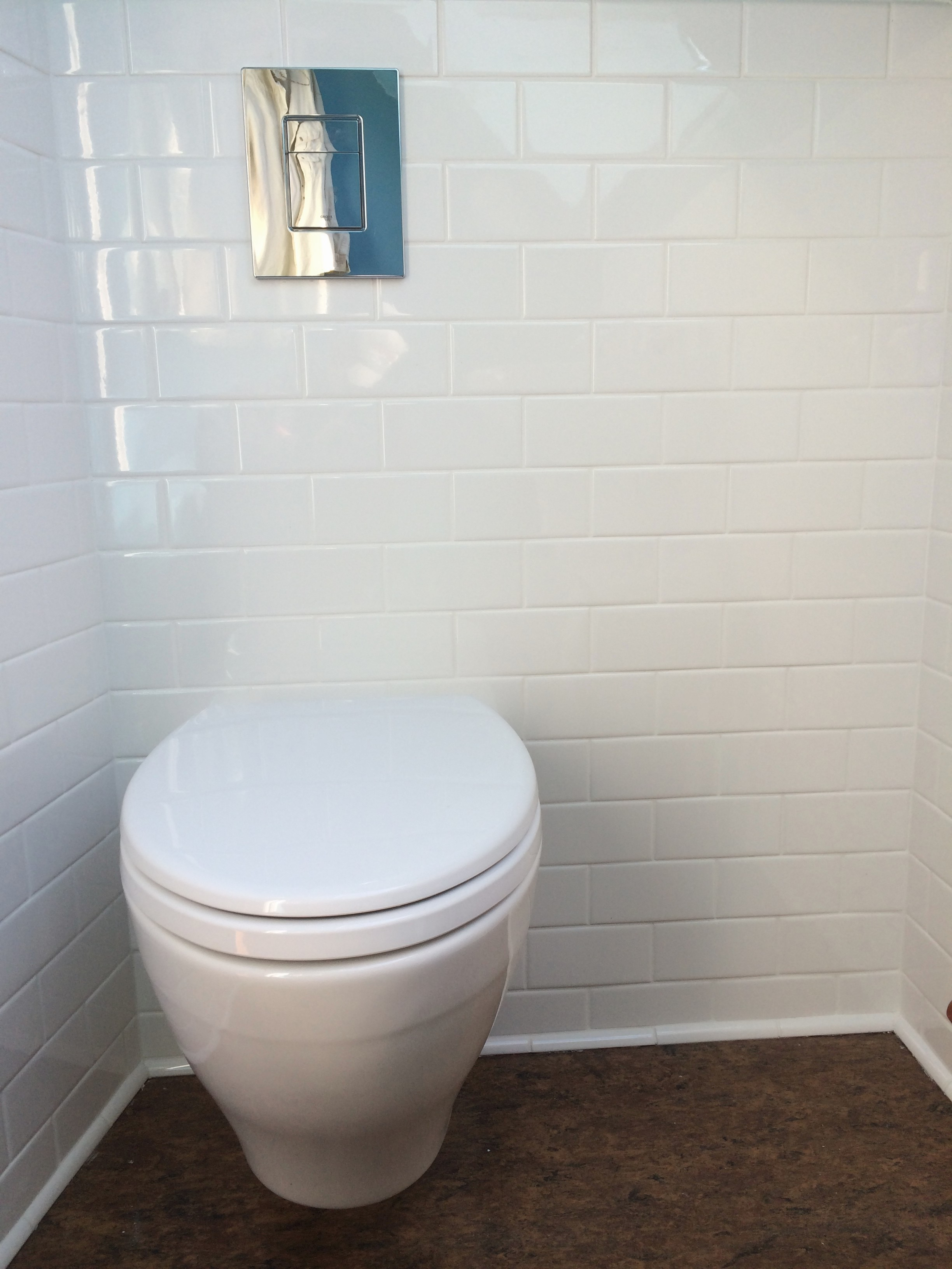 Wall mounted toilet with water tank concealed inside wall - Callaway ...